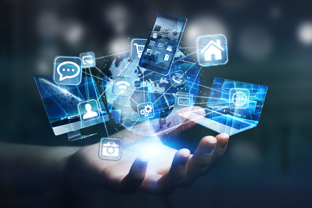 Número Voip: Imagem gráfica de elementos tecnológicos sendo projetados em cima de uma mão